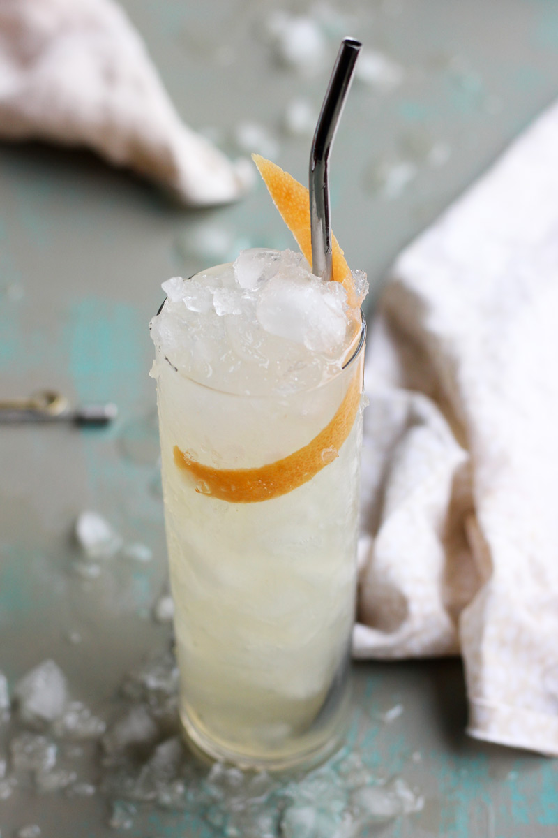 The Cinnabomb // A cocktail with gin, cinnamon bark syrup and grapefruit // The Shared Sip